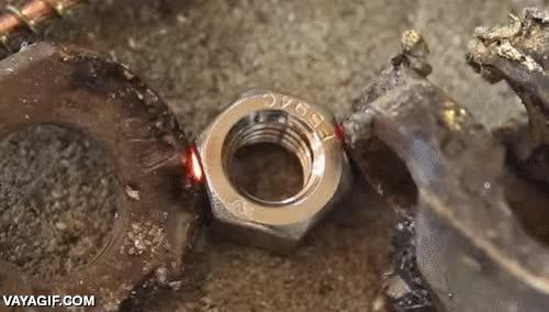 Enlace a ¿Por qué fundir metales con calor pudiendo usar la electricidad?
