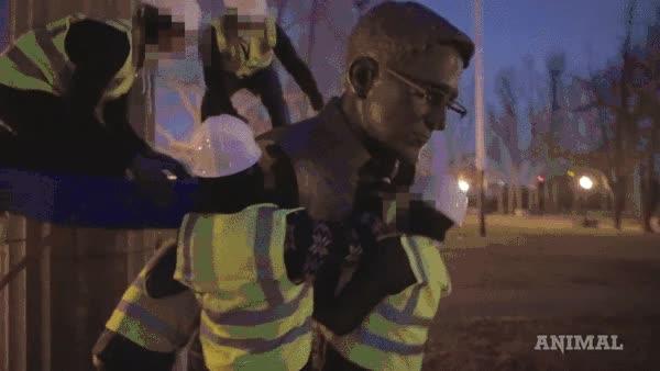 Enlace a Un escultor rebelde instala por su cuenta un busto de Snowden en pleno Brooklyn