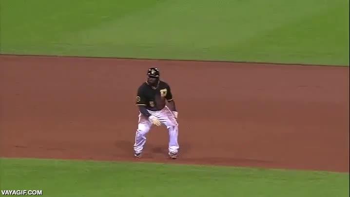 Enlace a Josh Harrison, probablemente uno de los mejores jugadores de baseball, al menos esquivando