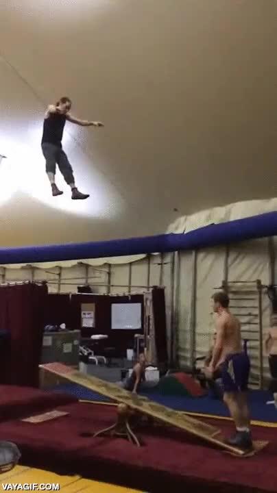 Enlace a El trampolín como entrenamiento gimnasta de élite