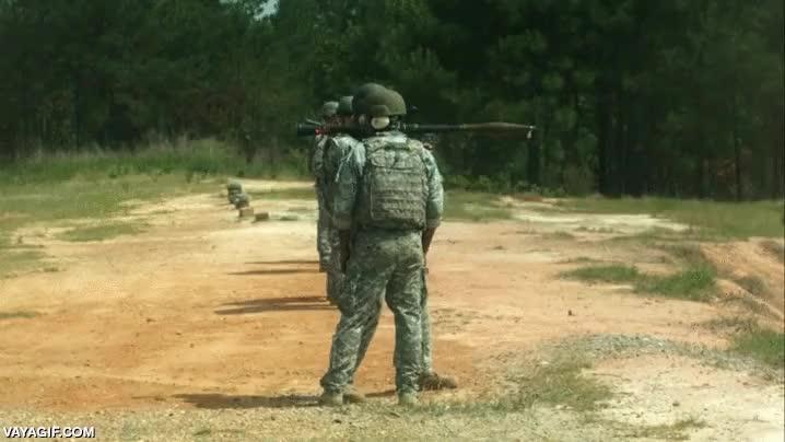 Enlace a Disparando un RPG-7 en slow motion, potencia de fuego que da miedo