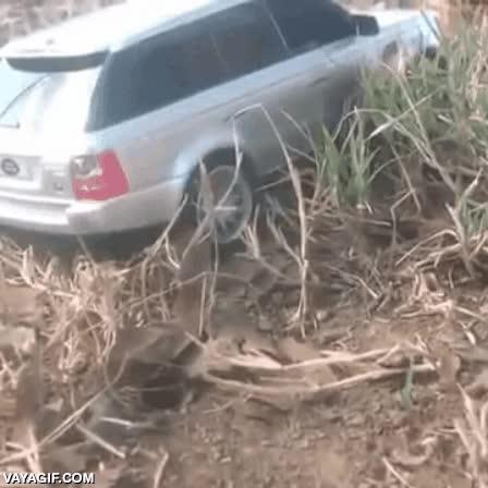 Enlace a Un hombre rescata este Range Rover atascado con una sola mano