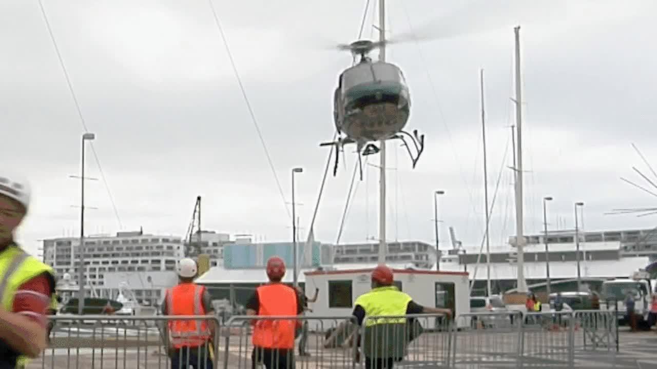 Enlace a Un helicóptero pierde el control a pocos metros del suelo y no te imaginas la que lía
