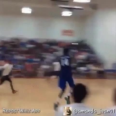 Enlace a Vacilando en un partido de basket de manera increíble