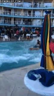 Enlace a Impresionantes backflips en una piscina, con una pequeña ayuda