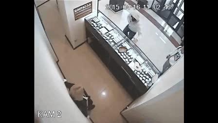 Enlace a Un atracador en una joyería se lleva una sorpresa en forma de patada en la cabeza