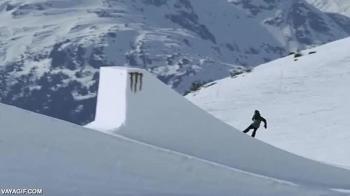 Enlace a Esto es el primer Switch Cuádruple Underflip 1620º nunca grabado en snowboard