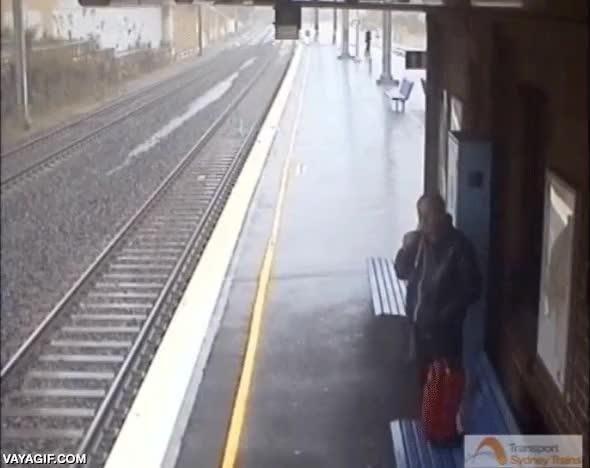 Enlace a Timelapse de una inundación en Sidney anegando de agua toda una vía de tren