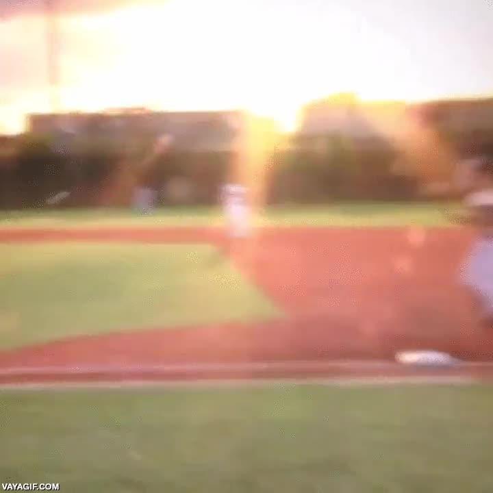 Enlace a Jugador de baseball usó golpe cuerpo, ¡es muy efectivo!