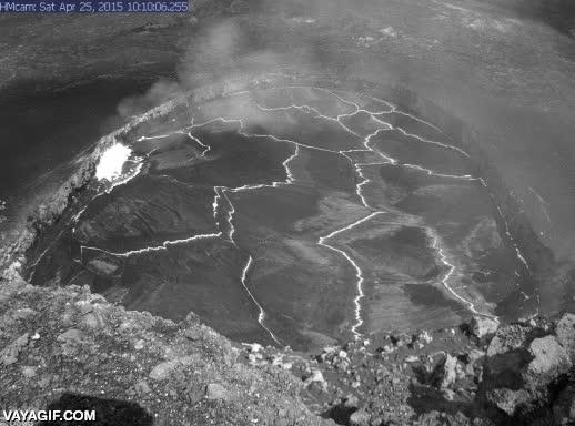 Enlace a El lago de lava del volcán Kilauea en Hawaii a punto de desbordarse