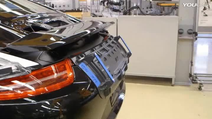 Enlace a La tarea más difícil del proceso de fabricación de un Porsche 911