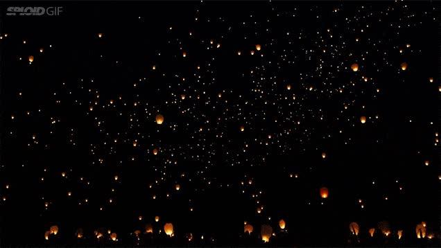Enlace a La preciosidad de un festival nocturno de linternas voladoras