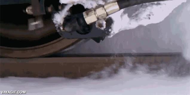 Enlace a Sistema de cañón de aire supersónico capaz de quitar el hielo de la vía al paso de la rueda del tren