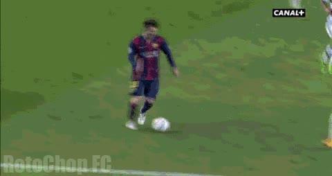 Enlace a Más o menos así ha sido la última fractura de cintura de Messi a un defensa rival