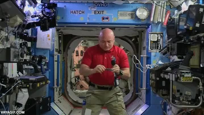 Enlace a La rotación de estos alicates en gravedad 0 en la ISS es muy curiosa