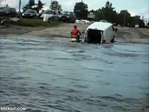 Enlace a Si no tienes un tráiler para guardar tu moto de agua, usar una furgoneta no es buena idea