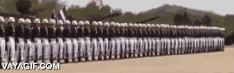 Enlace a Así hacen la ola en el ejército