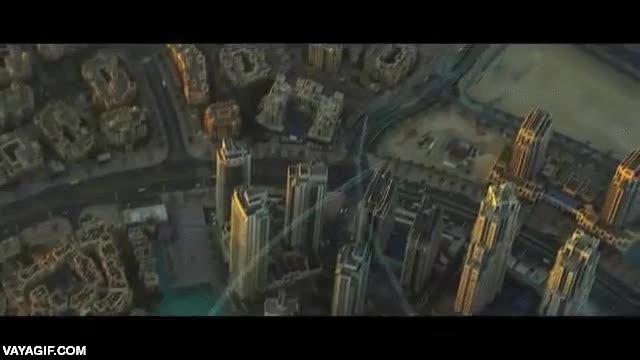 Enlace a Volando con un jetpack por el cielo de Dubai