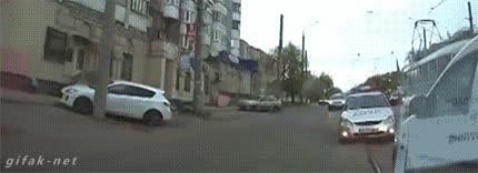 Enlace a Con la policía rusa no se juega, no se andan con tonterías