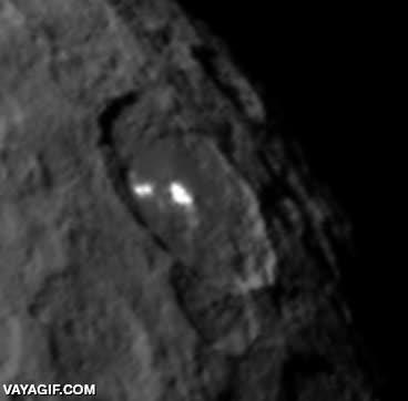 Enlace a Han descubierto unas curiosas manchas luminosas en el planeta enano Ceres