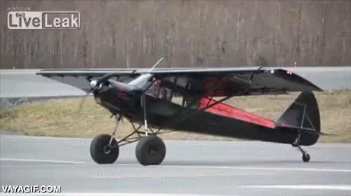 Enlace a Avionetas que prácticamente no necesitan pistas de aterrizaje