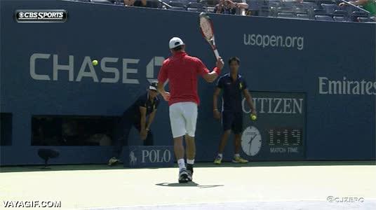 Enlace a Algunos tenistas acaban desarrollando un sentido ninja con su raqueta