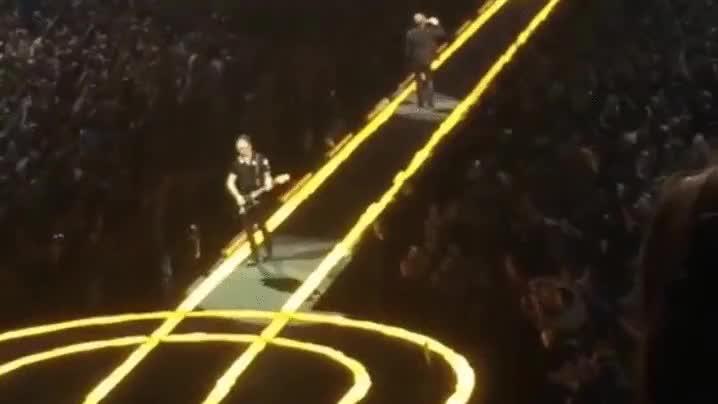 Enlace a No importa que seas el guitarrista de U2, si no miras por dónde vas...