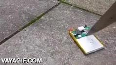 Enlace a No sé de qué estaba hecha esta batería de móvil, pero por si acaso no agujerees la tuya