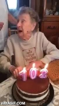 Enlace a Supongo que la clave de la vida para llegar a los 102 años como esta mujer es tomártela con humor