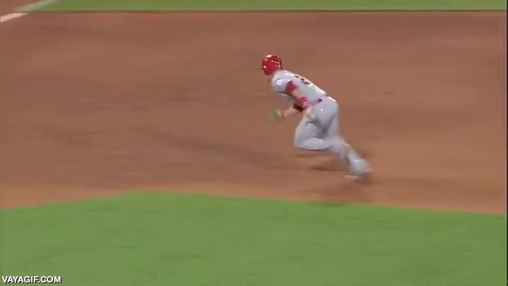 Enlace a Este jugador de baseball con mucha habilidad esquiva la eliminación por centímetros