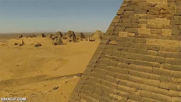 Enlace a Las pirámides del valle de Nubia, en Egipto, a vista de dron