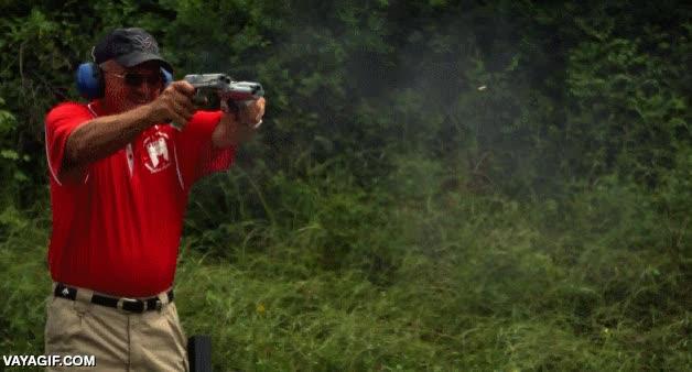 Enlace a Dos pistolas de doble cañón disparadas a cámara lenta