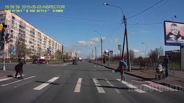 Enlace a Cruza sin mirar este paso de peatones, ¿qué es lo peor que te podría pasar?