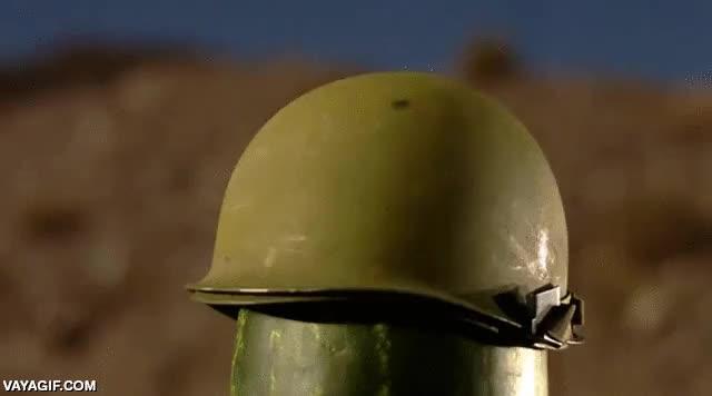 Enlace a Para los que dicen que los cascos de acero no pueden evitar un impacto de bala