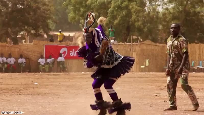 Enlace a Everyday I'm shuffling, version tribal africana