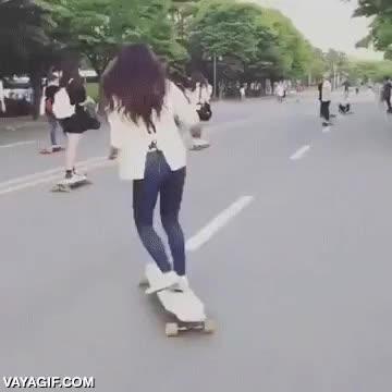 Enlace a Esta chica hace que el longboard parezca tan fácil