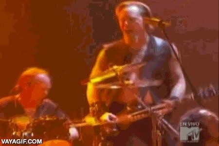 Enlace a Cuando Hetfield descubrió que su verdadera vocación era la batería