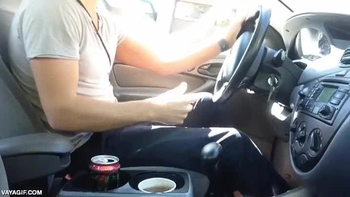 Enlace a ¿Cansado de que se te vuelque la bebida cuando la llevas en el posavasos de tu coche? ¡Instala esto!