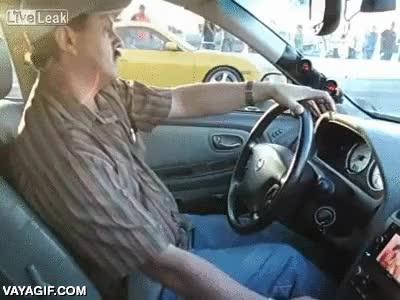 Enlace a Un Porsche contra un taxista mexicano, ¿quién ganará?