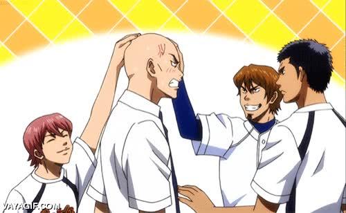 Enlace a Cuando el calvo del grupo por fin asume su calvicie y se afeita la cabeza