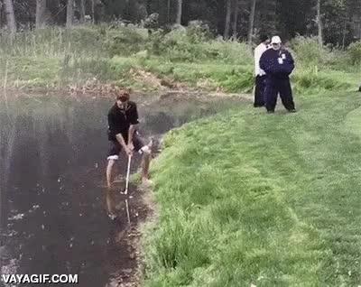 Enlace a ¿Que mi bola ha caído en un lago? No importa, yo voy tirando al green...