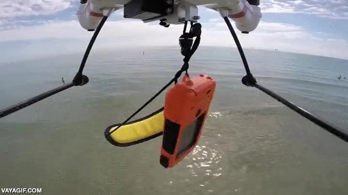 Enlace a Un dron que deja caer su carga al agua para después recuperarla