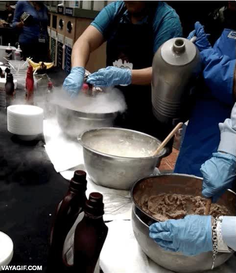 Enlace a Nivel máximo de postureo culinario, hacer helado con nitrógeno líquido