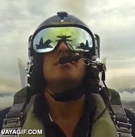 Enlace a Lo importante de este gif está en las gafas del piloto, atención al detalle