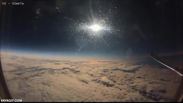 Enlace a Entrando en la sombra de un eclipse desde un avión