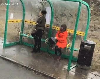 Enlace a ''Buff, menudo chaparrón... Menos mal que me he traído mi paraguas...''