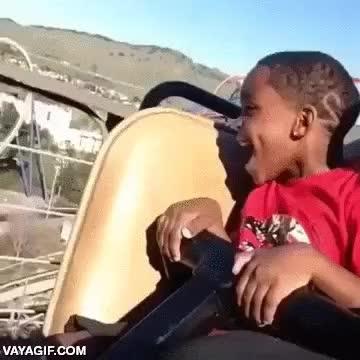 Enlace a La emoción en la cara de este niño va de la euforia al arrepentimiento en décimas de segundo