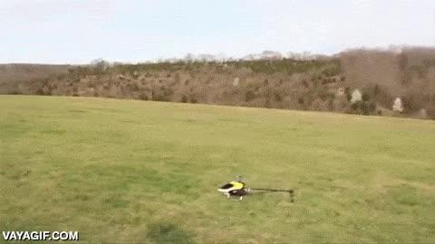 Enlace a Creo que este helicóptero no ha entendido muy bien cómo debe volar
