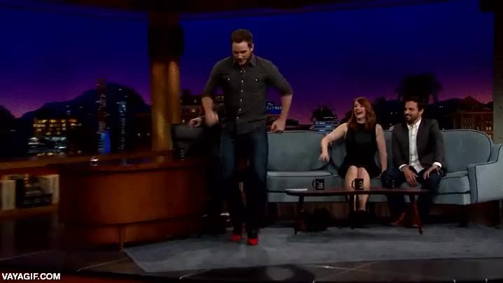 Enlace a Chris Pratt demostrando que no es tan difícil correr con tacones altos