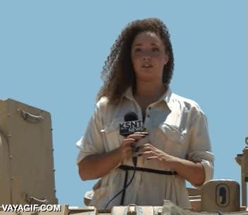 Enlace a Reportera pierde los estribos ante un insecto que decide aterrizar en su cara